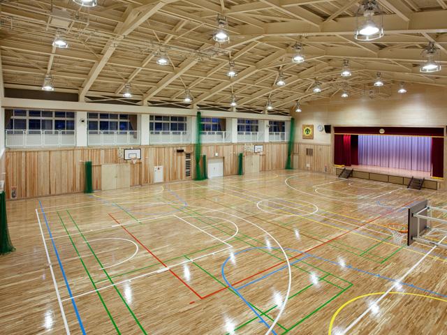 南小学校体育館